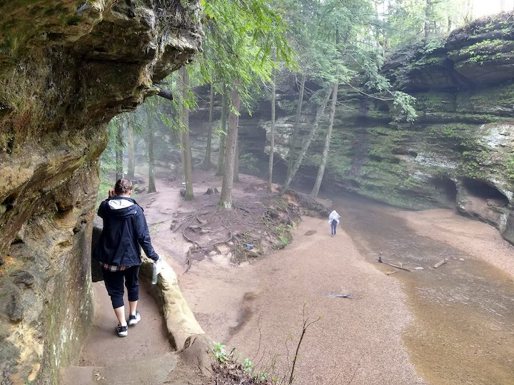 hiking old man's cave trail in hocking hills